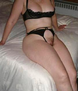 Privater Telefonsex Sexgeile Hausfrau schlecken